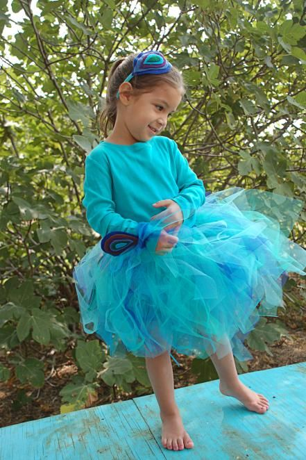 These cute no-sew Halloween costumes are perfect for little gardeners. Learn to make butterfly, dragonfly, bee, scarecrow, ladybug, garden gnome and peacock costumes that are sure to make trick-or-treating a blast!