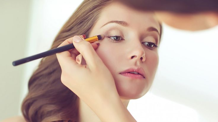 Yorgun Yüze Makyaj Nasıl Yapılır?  Sabahları uyandığınızda aşırı yorgun bir ifadeyle karşılaşabilirsiniz. Bu görünümü tazelemek için sizlere sabah makyajı önerileri sunuyor olacağız.