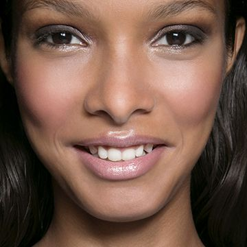 How to Skirt the Fine Line Between Dewy and GreasySkin | Daily Makeover
