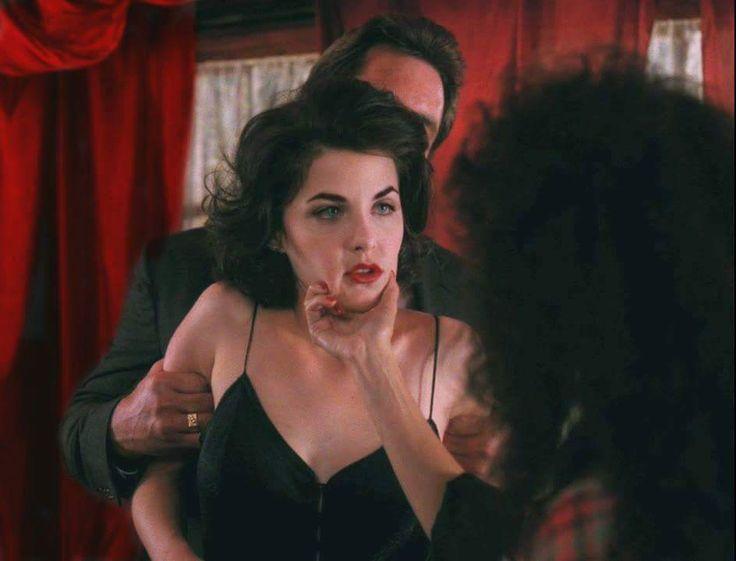 Sherilyn Fenn in Twin Peaks (1990-1991) dir. David Lynch