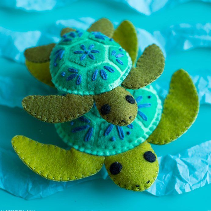 Say hello to our little friends! Make a set of felt turtle stuffies to add to your sea life collection. . . . #feltcraft #felt #kidscrafts #kidsdiy @benziedesign