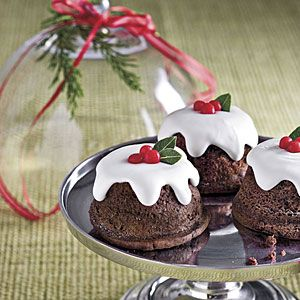 Snowy Chocolate Baby Cakes. idc its not Christmas time now, these are still cute!