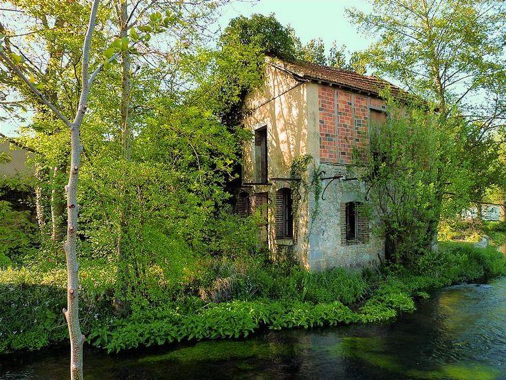 La vieille maison abandonn e ferrieres en gatinais centre vieux b timent - Maison abandonnee en france ...