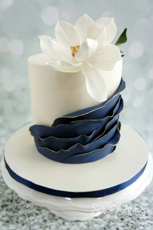 Navy ruffles on this elegant wedding cake