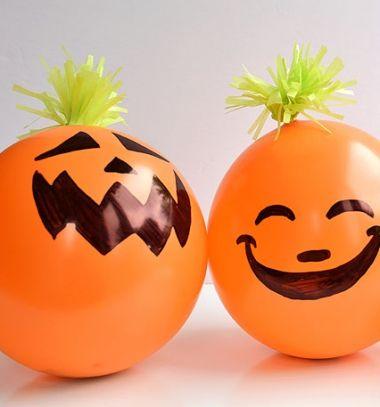 Fun candy filled Halloween pumpkin balloons // Ajándékokkal töltött vicces lufi Halloween tökök //  Mindy -  creative craft ideas //  #halloween #crafts #craftideas #kreatívötletek #diy #csináldmagad #halloweencrafts #halloweenparty #partyideas