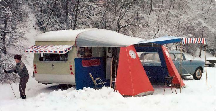 Winterkamperen anno 1970. Een oldtimer in de sneeuw. #winterkamperen #isabella #wintervoortent #voortent #reizen #vakantie #wanderlust #sneeuw #ervaring #beleving #kamperen #caravan #wintersport