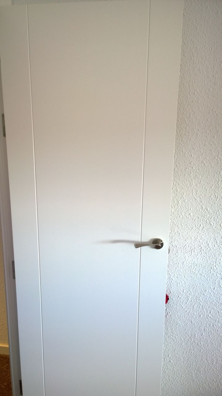 Precio lacar puertas en blanco interesting puertas con for Pintar cristales de puertas