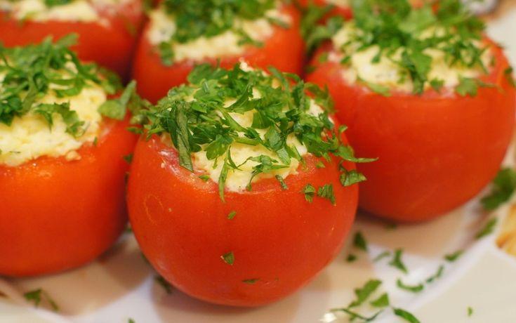 ПОМИДОРЫ ФАРШИРОВАННЫЕ КУРИЦЕЙ http://vkusnatisha.ru/pomidory-farshirovannye-kuricej/