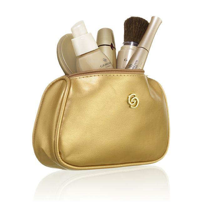 Kada ste zadnji put počistile svoj neseser?  Izrazito važna stvar je baciti staru šminku.     Pročitajte detaljnije: http://oriflamebyiva.blogspot.com/2012/09/kada-treba-baciti-sminku.html