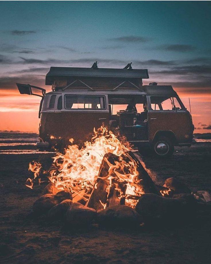 """Erwecke die Seele auf Instagram: """"Campfire Beach! Foto von Cole Zuver #awakethesou …   – Van Life – #auf #awakethesou #Beach #Campfire"""