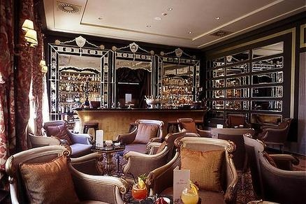 The San Clemente Palace Hotel & Resort Bar & Lounge offers unique quiet and elegant beauty.