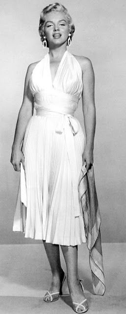 Sophia's Vintage Fashion Pic(k)s: The first photograph ever taken of Marilyn in the ...