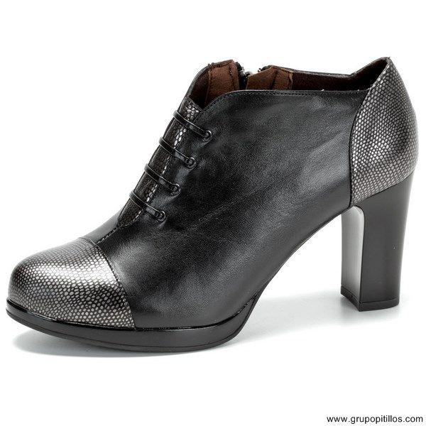 Zapatos Pitillos Zapato Abotinado combinado cordones. 70€. Plataforma y tacón al…