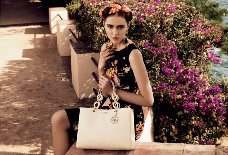inspired by Frida Kahlo, Tosca Blu