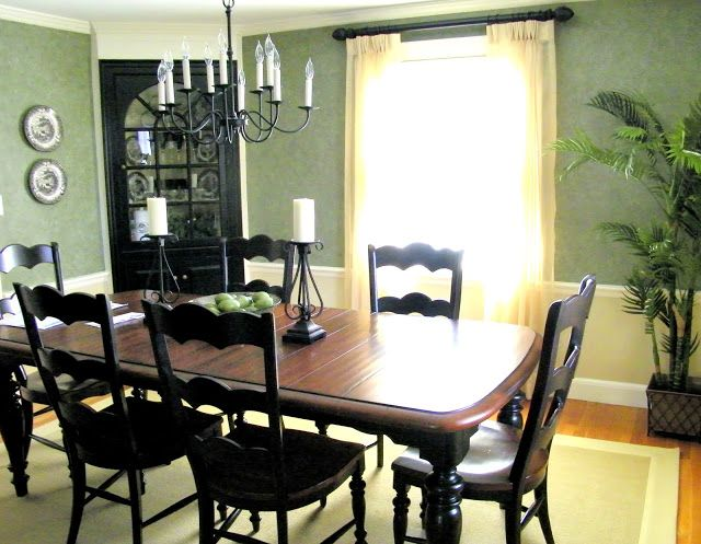 update 70's dining room furniture with black and white paint | Black paint updates a traditional dining room