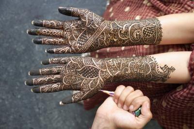 Cómo hacer tu propio tinte de Mehndi Henna    eHow en Español