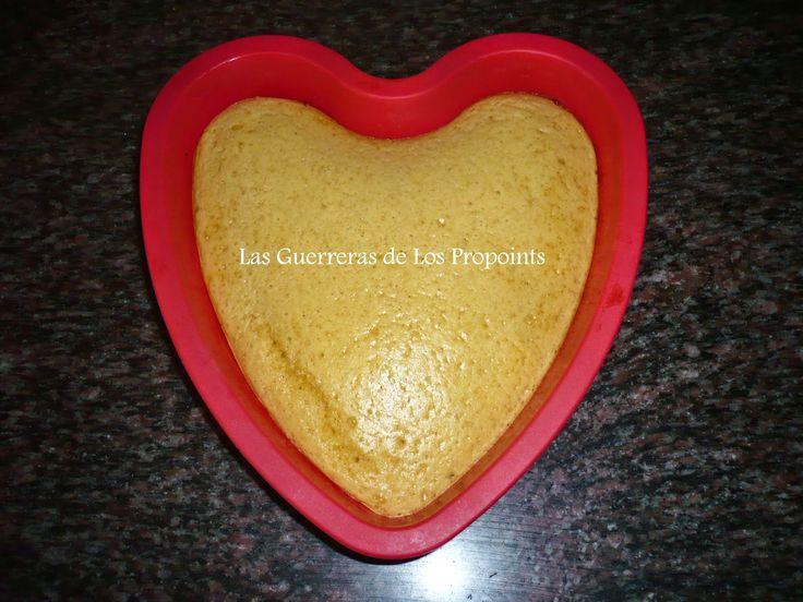 La Repostería de Ana & Luna : Dieta PP : Corazon de Piña Vamos a Necesitar : · Harina de trigo …100 gr…10 pp · 3 huevos ..6 pp · 1 sobre de bebida bolero de piña …0 pp · Azúcar …50 gr…5 pp · Aceite …unas gotas para barnizar el molde , pero lo voy a puntuar como 1 ct..1 pp · 1 ct de leche desnatada.. 0 pp En total …22 pp / 10 …2,2 pp que redondeamos a 2 pp el trozo