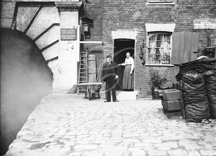 Eastern entrance to Islington Tunnel of Regents Canal c1905