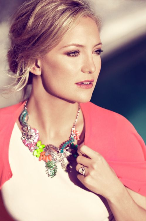 Great styling and necklace by @anntaylor: Pennies Lane, Colors Combos, Statement Necklaces, Katehudson, Kate Hudson, Nature Makeup, Style Icons, Make Up Style, Anne Taylors