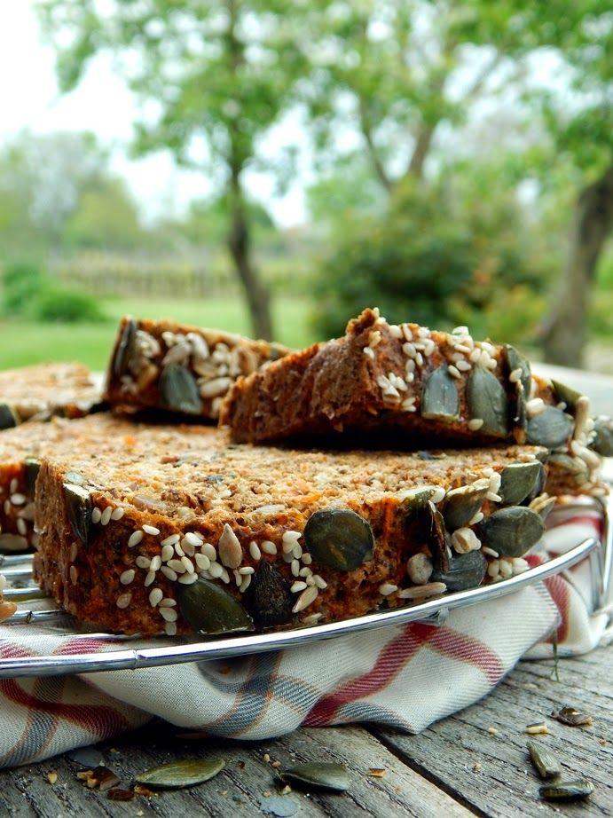 Mézes finomságok...: Sokmagos, sárgarépás kenyér...