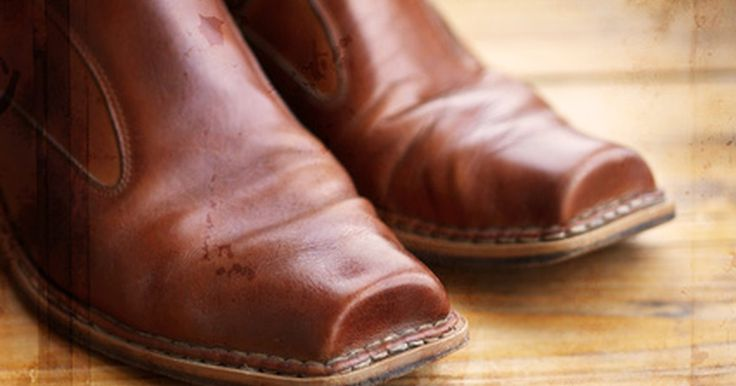 Tipos de botas vaqueras. Las botas del Oeste evolucionaron de las adaptaciones europeas de montar y las botas ecuestres utilizadas por los soldados durante la Guerra Civil. Los ganaderos del Oeste, de la mitad del siglo XIX hasta finales de ese siglo, buscaron botas apropiadas para sus ocupaciones -botas que pudieran ofrecerles soporte, durabilidad y protección de los ...