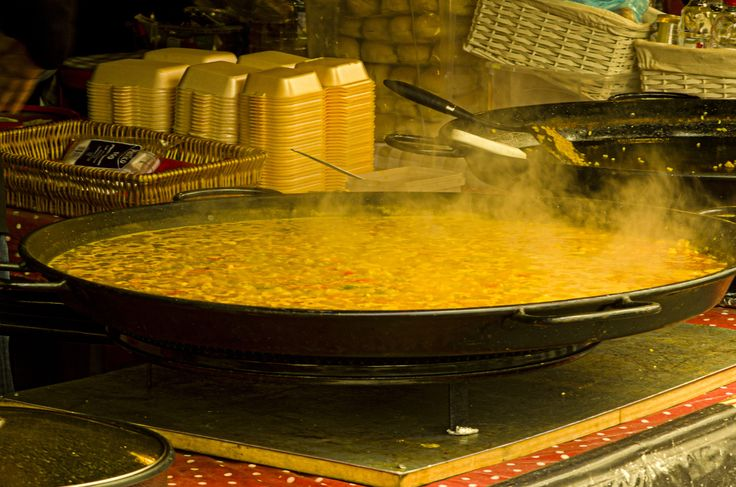 Cooking paella by Jakub Hajost on 500px
