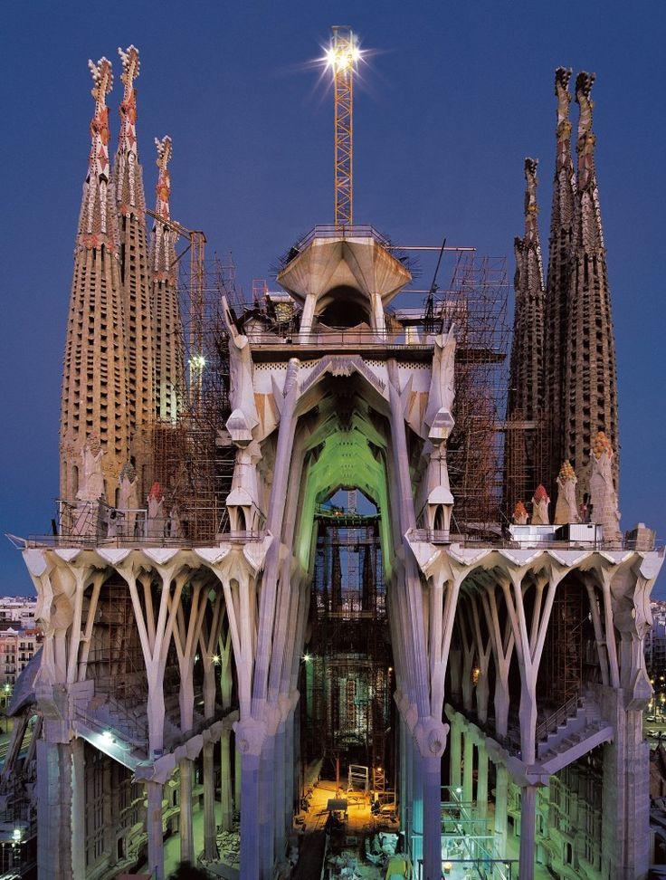 25 unique antoni gaudi buildings ideas on pinterest sagrada familia gaudi and barcelona. Black Bedroom Furniture Sets. Home Design Ideas