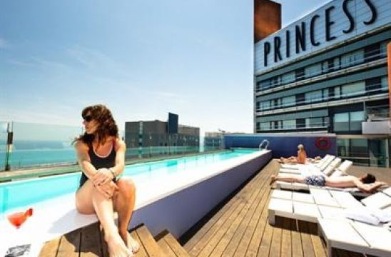 #Panoramic views of the Barcelona skyline, the Museu Blau, and #Balearic Sea from the rooftop #pool of the Hotel Barcelona Princess