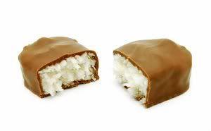 Receita de Bombom Prestígio. Uma ótima combinação de coco e chocolate em um bombom, uma delícia!