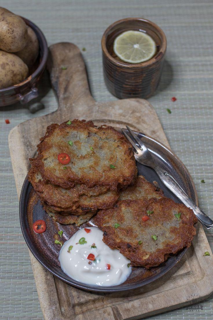 Jak zrobić dobre placki ziemniaczane? Wychodzą Ci miękkie lub zbyt tłuste? Zobacz jak zrobi placki ziemniaczane najlepsze!