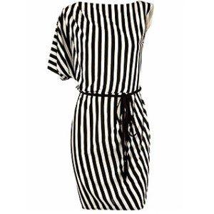 Dorothy Perkins: Kleid  - Marine-Look: Die schönsten 33 Teile in blau, rot und weiß - Kleid © Dorothy Perkins Schwarz-weiß-gestreifter Dress. Von Dorothy Perkins, um 35 Euro.