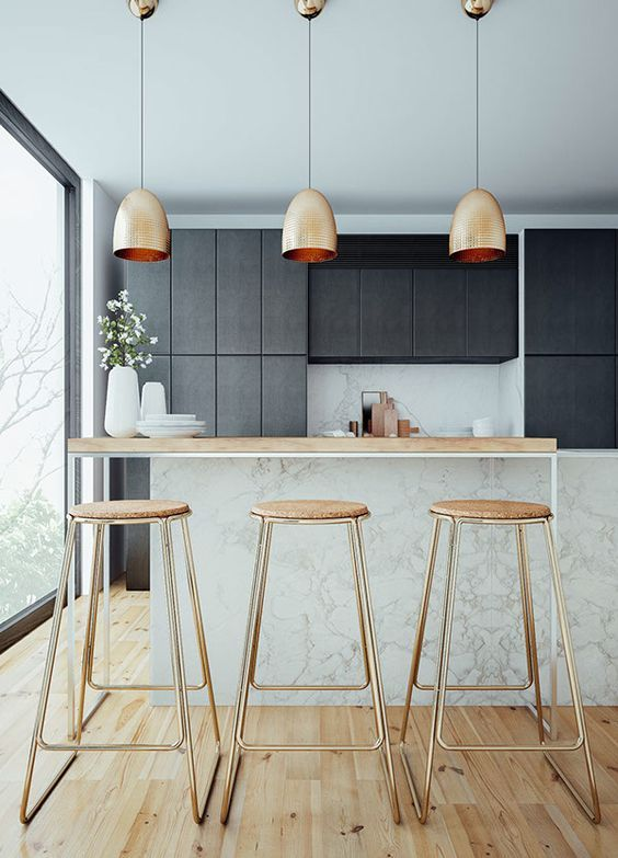 Accumulation de 3 suspensions en cuivre dans la cuisine effet très chic http://www.homelisty.com/accumulation-enfilade-suspensions/