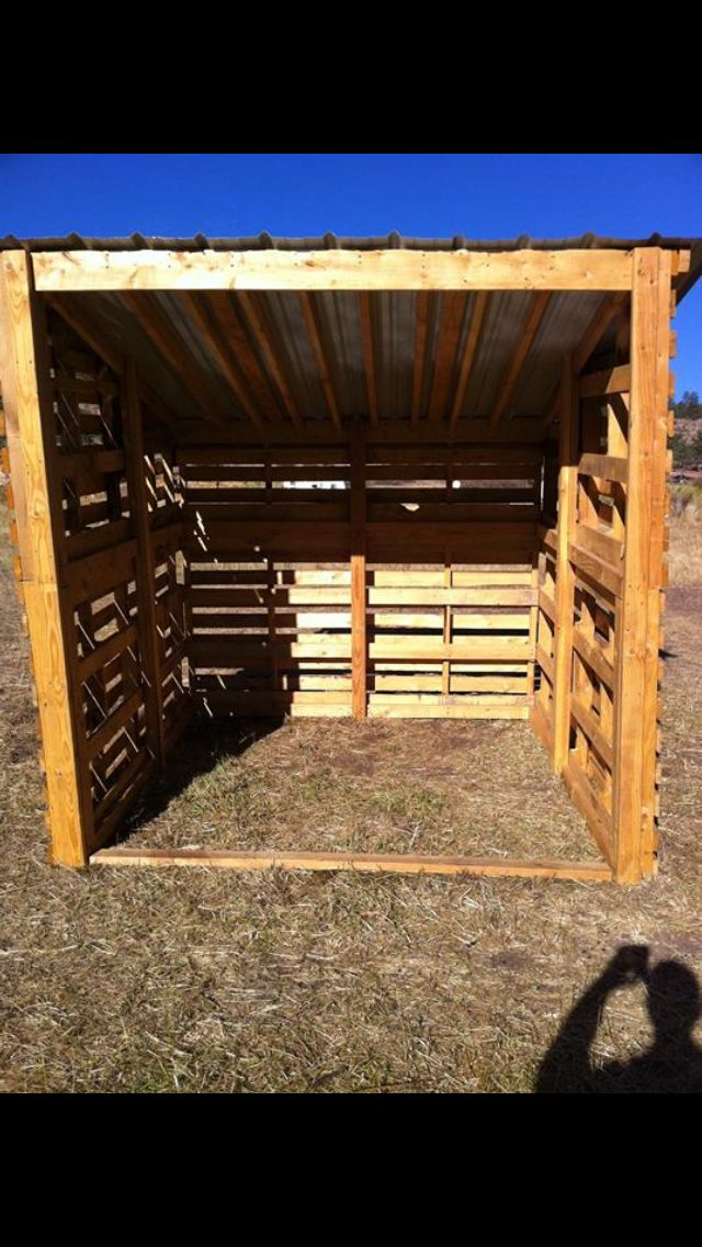 Horse shelter made with pallets