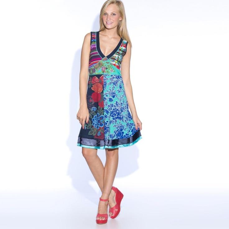 Rochie Desigual cu imprimeu floral, fara maneci si cu decolteu in V. Cititi tot articolul click ==>> http://thankyou.ws/ce-se-poarta-in-primavara-vara-2013-moda-franceza .