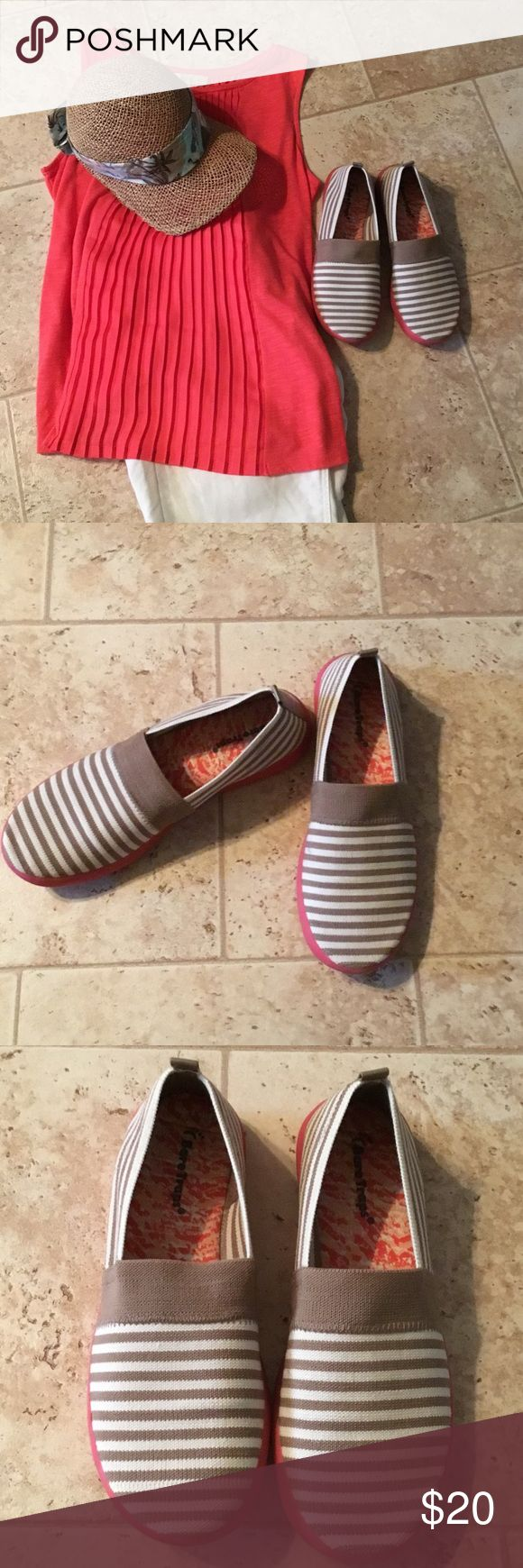Bare Traps Ladies shoes New Listing❤️❤️❤️❤️Very cute cream and taupe color with coral color on heel.  Excellent condition.  Very comfortable. Very clean inside. Looks new. Bare Traps Shoes Slippers