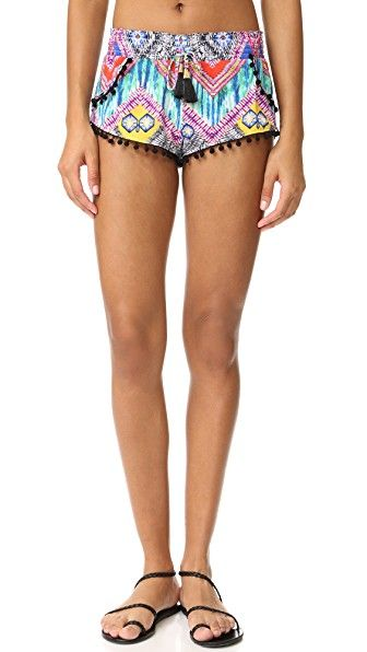¡Consigue este tipo de pantalón corto de PilyQ ahora! Haz clic para ver los detalles. Envíos gratis a toda España. PilyQ Pom Pom Shorts: Tiny pom-poms accent the seams of these vividly patterned PilyQ swim shorts. Tasseled drawstrings at smocked elastic waistband. Unlined. Fabric: Swimwear jersey. 75% polyamide/25% elastane. Hand wash. Imported, Colombia. Measurements Rise: 8.75in / 22cm Inseam: 1.25in / 3cm Measurements from size XS/S (pantalón corto, basic, basico, basica, básico, bas...