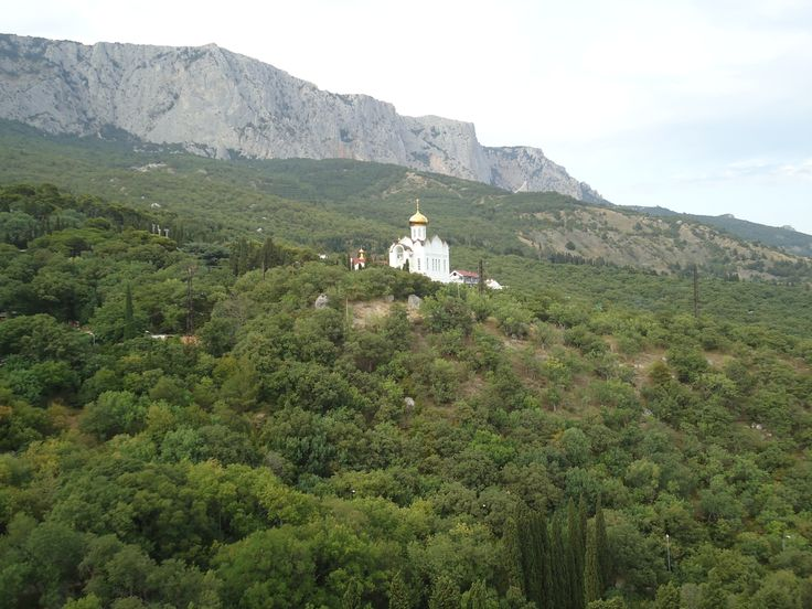 Храм в Кастрополе