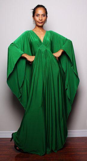 Une incroyable longue tendance verte robe, qui se démarque de la foule grâce à son design contemporain.  Une robe glamour comme vous ne lavez pas vu avant. Ce vêtement long élégant ressemble à un classique de style robe dans un premier temps, mais il dispose dun funky, modern style de manches, qui commence à lépaule et descend tout le chemin. Une véritable interprétation moderne de la toge romaine classique.  Un subtil détail tissé sous la poitrine ainsi que le papillon style manches rend…