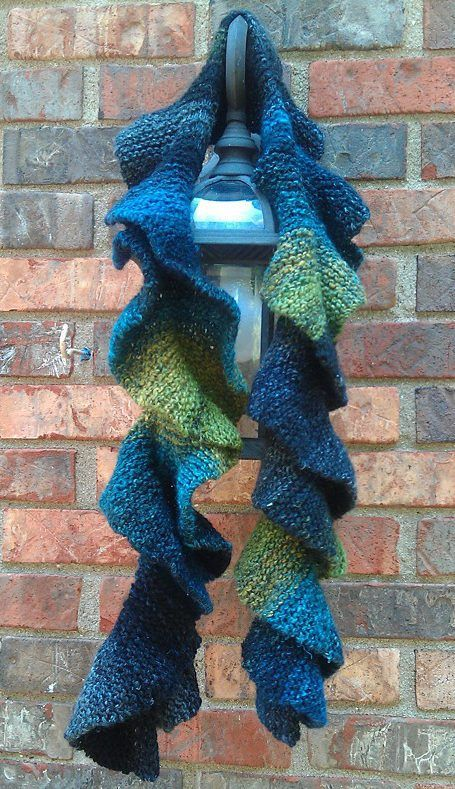 Free Knitting Pattern for Easy Potato Chip Scarf - Barbara Aguiar's easy scarf…