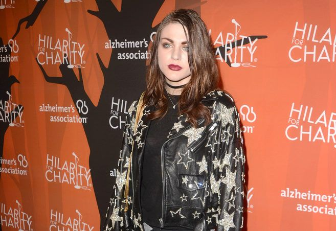 Frances Bean Cobain is the new face of Marc Jacobs' Spring 2017 Campaign and we love her effortless grunge look. The only child of Courtney Love and Kurt Cobain, Frances Bean Cobain, is joining the team of celeb kids in the fashion world. Frances Bean Cobainis the new face of Marc Jacobs...