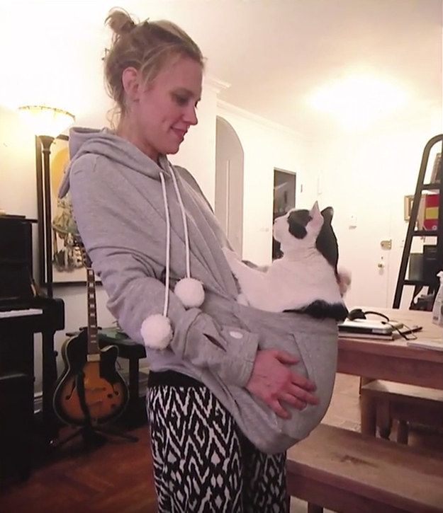 Let�s give that a closer look, yes? Yes. | Kate McKinnon Talking About Her Cat Will Make You Believe In Love