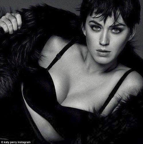 Η Katy Perry με μαύρα εσώρουχα και αγορέ μαλλιά στην ιαπωνική Vogue!