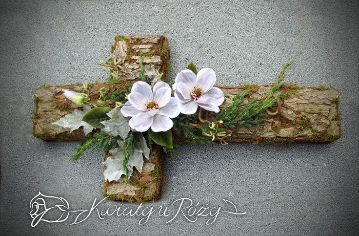 Dekoracja nagrobna w formie krzyża