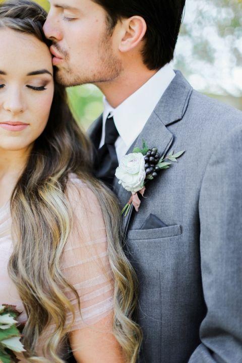 Sweet Kiss Shot | Jennifer Munoz Photography | http://heyweddinglady.com/garden-romance-rose-quartz-serenity/
