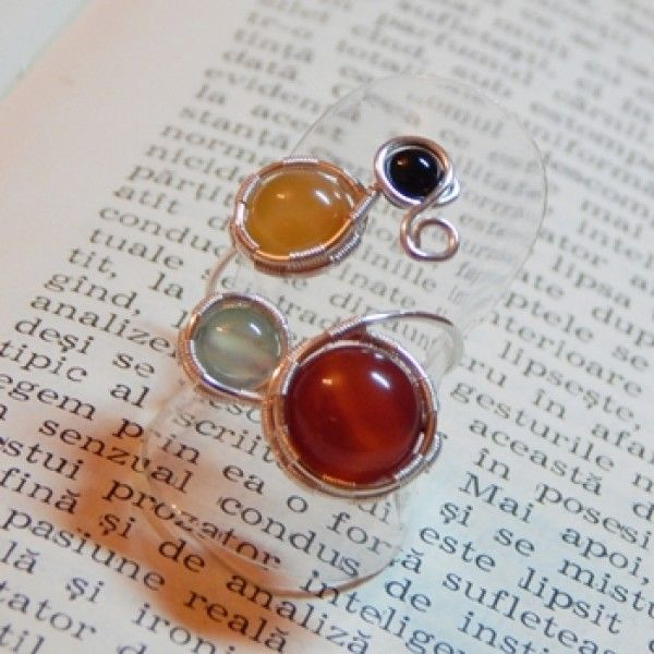Inel placat cu argint, realizat manual prin tehnica wire wrapping, cu pietre semipretioase (agata rainbow).