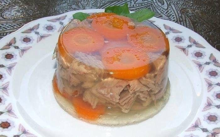 Холодец – это блюдо, которое готовили с детства наши мамы и бабушки. Раньше его всегда ставили на праздничный стол. Но холодец не просто вкусное блюдо, а еще и...