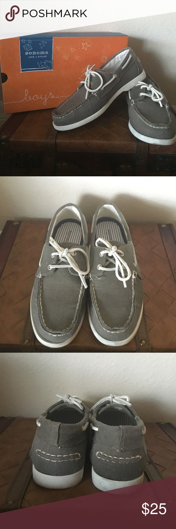 Boys Boat Shoes Like New! Boys boat shoes were purchased at Kohls. Hardly worn, no thread unraveling. Denim like fabric (cliff grey). Easy to clean. Size 5 Sonoma Shoes