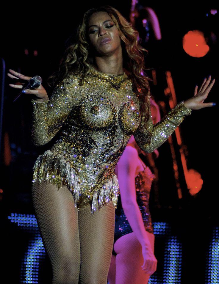 Beyoncé. Mrs. Carter Tour Costume