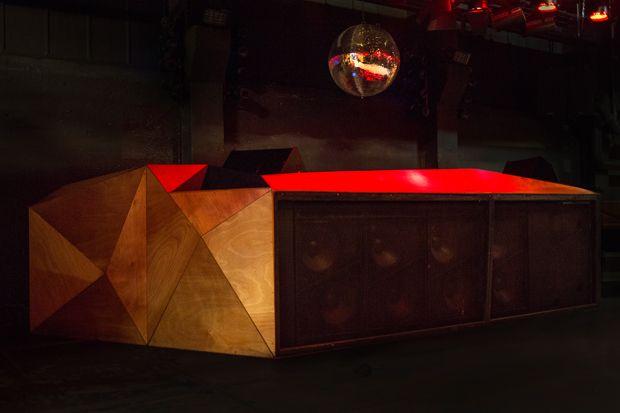 Hive Club #hive, #club, #zürich, #zurich, #techno, #house, #kultur, #nightlife, #clubbing http://san-antonio.remmont.com/hive-club-hive-club-zurich-zurich-techno-house-kultur-nightlife-clubbing/  # Veranstalter Wie Hive tönt. Unsere Heimat ist die Elektronik, doch als Morphing Club steht Hive selbstverständlich unter Wechselstrom. Lass dich schocken, mach dich auf die Socken. bei uns kannst du zu Elektro, Techno, Techhouse und Deep House tanzen: Rakete monatlich: Hier starten wir richtig…