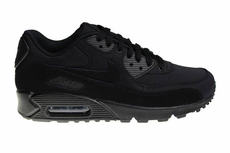 Helemaal zwarte Nike Air Max 90 Essential sportschoenen voor heren. De donker zwart kleurige zijkanten en de Nike teken zijn gemaakt van suède leer.